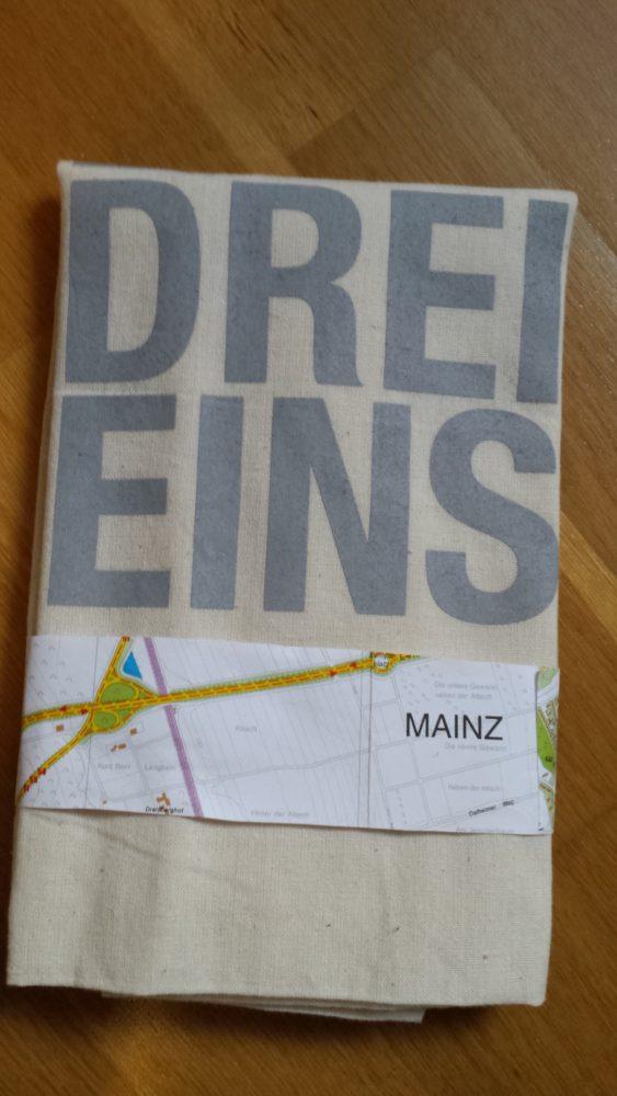 Schön verpackt mit origineller Banderole (Stadtplan von Mainz)