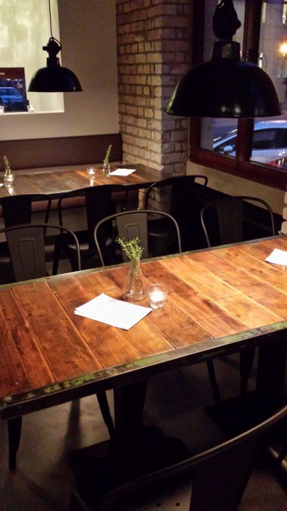 Gemütlich moderne Einrichtung im Restaurant