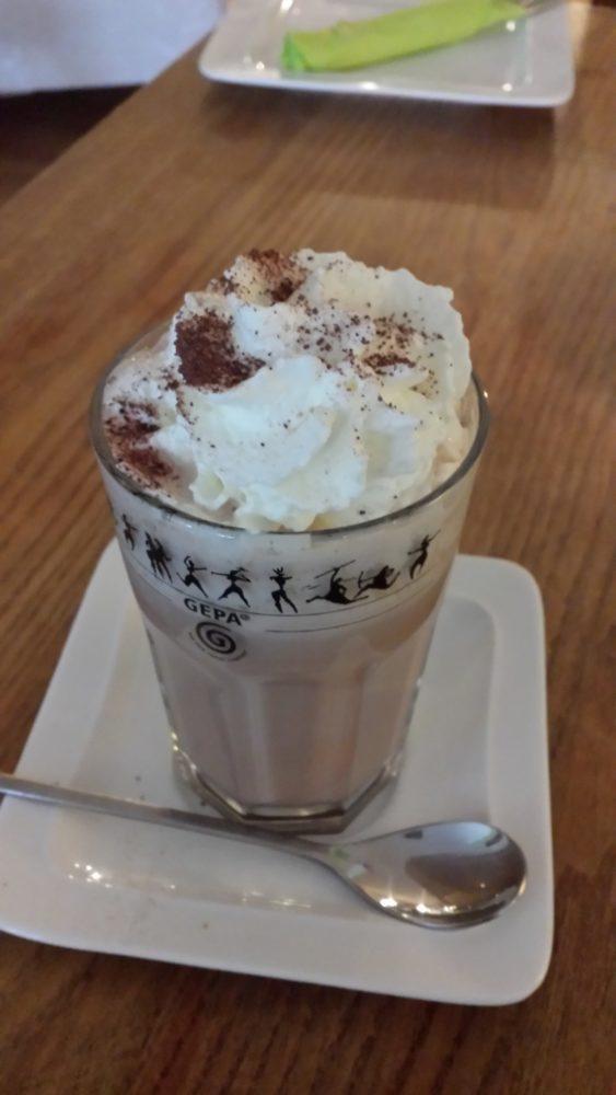 Kakao mit Sahne (2,80 Euro)