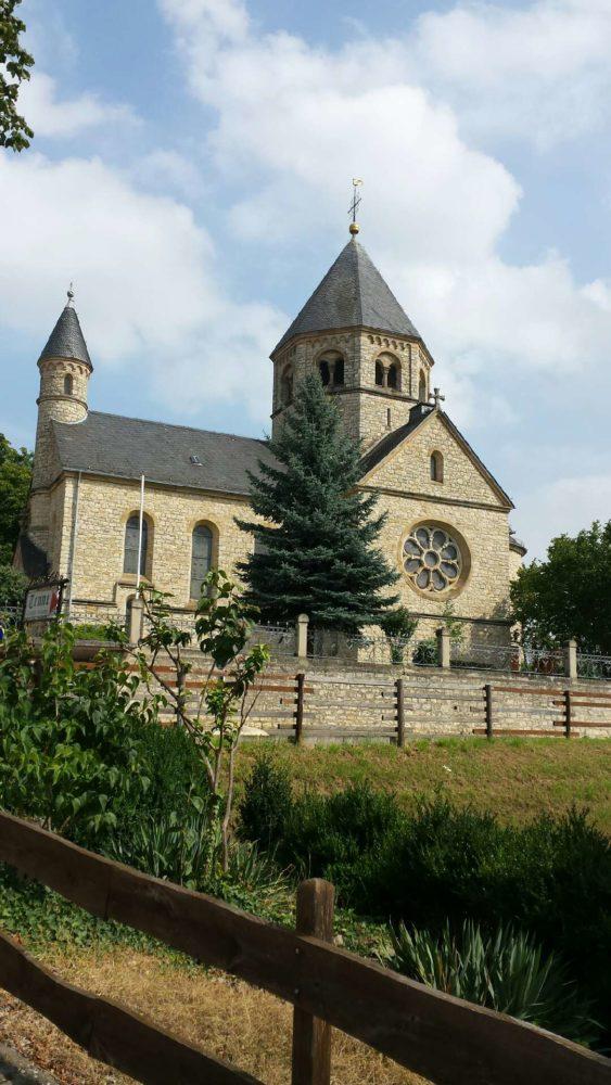 Die Evangelische Pfarrkirche in Groß-Winternheim, auch der Selztaldom genannt. Sie begegnet mir jeden Tag auf dem Weg zur Arbeit und ich bin immer wieder begeistert von ihr