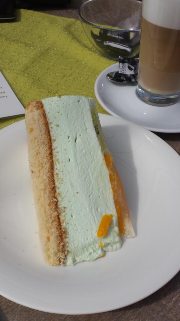 """Mein Freund liebt die Geschmacksrichtung """"Waldmeister"""". Diese Torte ist wie gemacht für ihn!"""