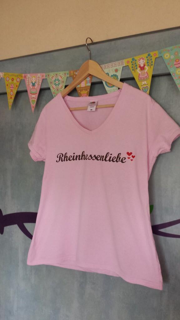 Dieses schicke Shirt habe ich nun schon eine Weile. Ich kann dir versichern, dass es nach mehrmaligem Waschen noch immer top aussieht! Preis: 18,90 Euro