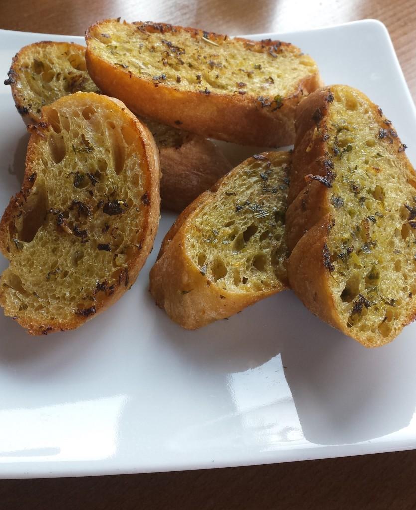 Eignet sich prima als Vorspeise: leckeres Knobi-Brot