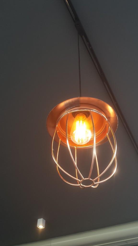 Hat den Durchblick: stylishe Lampe