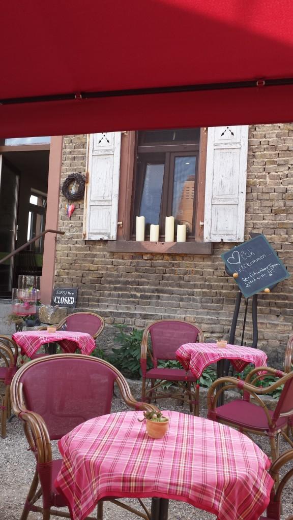 Im kleinen Restaurant De Schambes nehmen wir uns eine kurze Auszeit