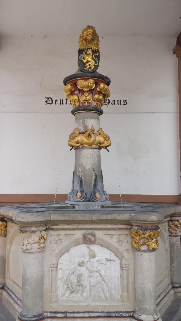 Der Volkerbrunnen am Deutschen Haus