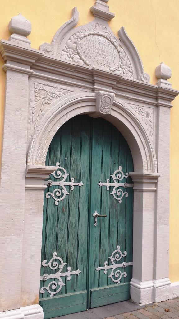 Beeindruckendes Portal der Kleinen Kirche