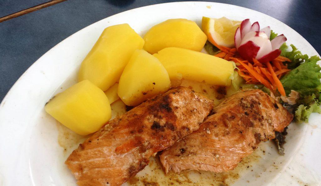 Immer wieder gerne: Salmao grelhado com batata cozida