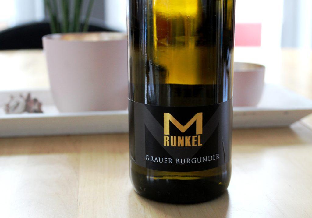 Der Graue Burgunder vom Weingut Matthias Runkel schmeckt nach Mandeln – lecker