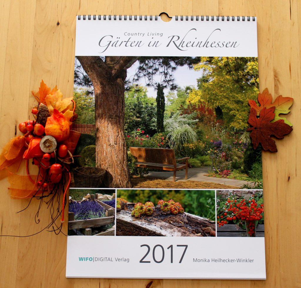 """Ein wahres Schmuckstück, dieser Kalender! Mal sehen, wo ich """"Gärten in Rheinhessen"""" aufhänge. Welche Gärten Monika fotografiert hat, findest du übrigens auf der Kalender-Rückseite"""