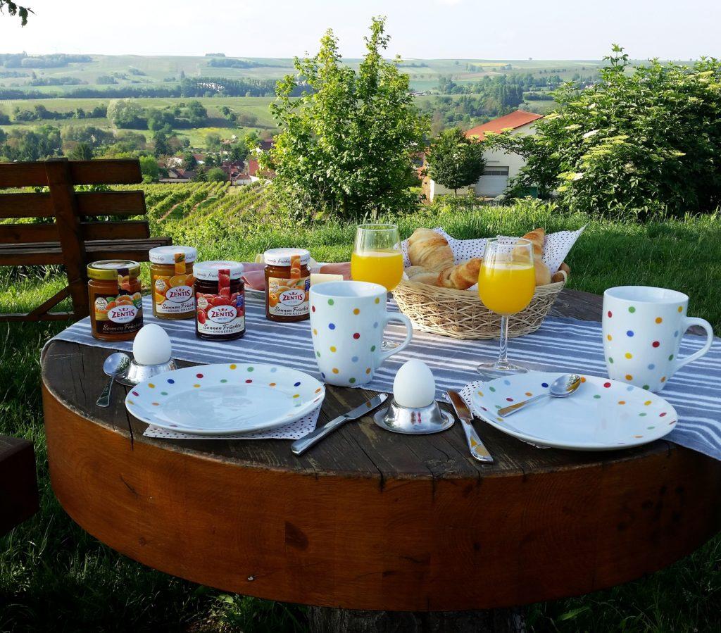 Tisch Jugenheim Weinberge Rheinhessen Frühstück