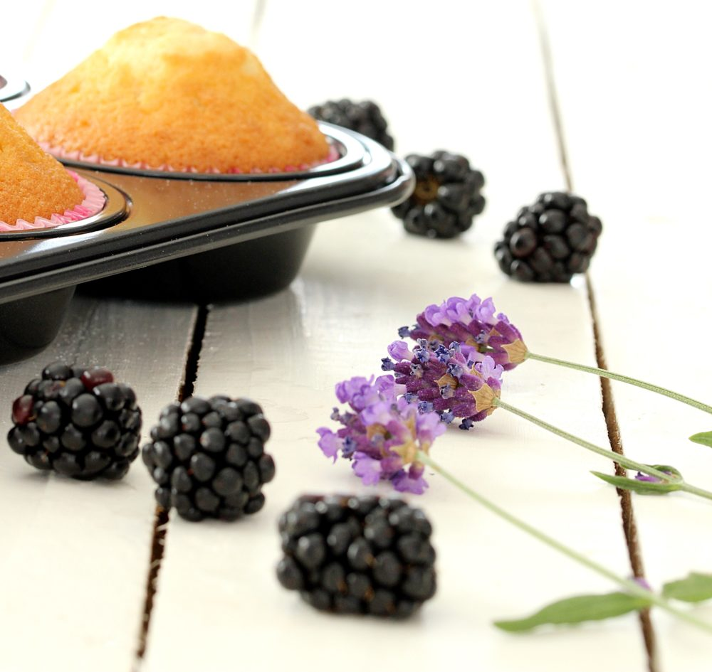 Lavendel-Brombeer-Cupcakes