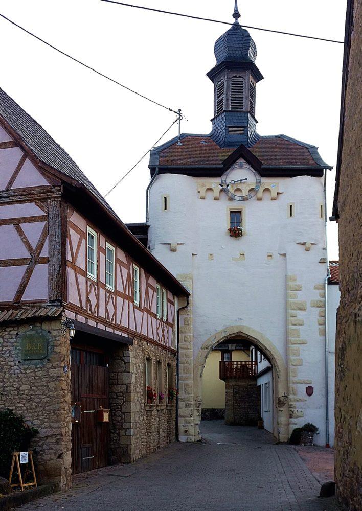 Uhrturm Neu-Bamberg Sehenswürdigkeiten Touristen Rheinhessen