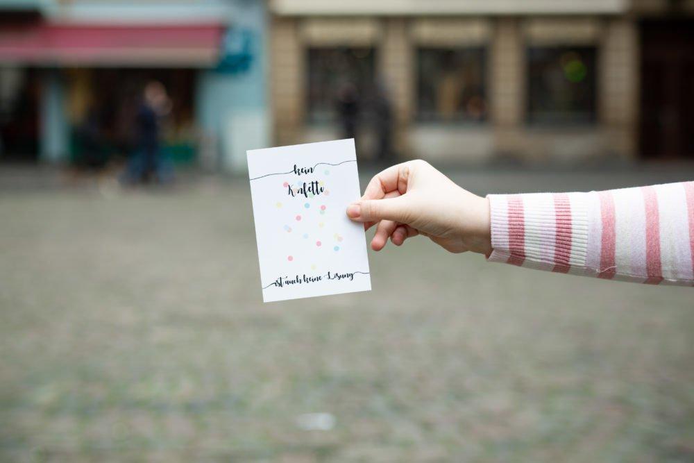 Postkartenschreiberin