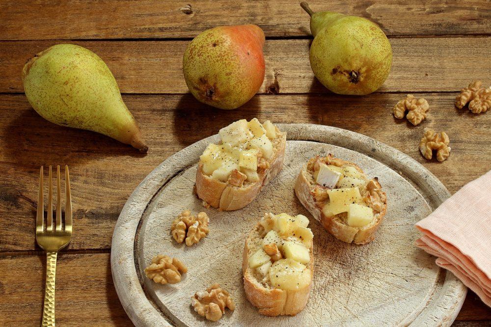 Herbst-Rezept: Baguettescheiben mit Brie und Birnen